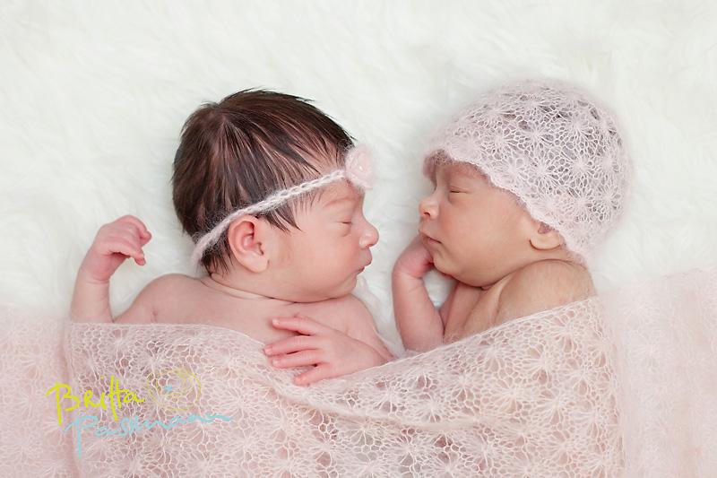Neugeborenenfotos in Dortmund | Neugeborene Zwillinge | Elasu und Esila
