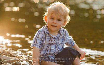 Vier kleine Jungs an der Ruhr | Babyfotografie und Kinderfotografie Dortmund