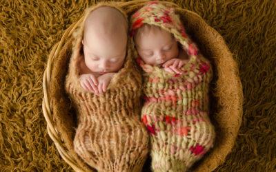 Zwillingsfotos Dortmund | Babyfotografie mit Clara und Fritz