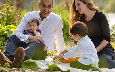 Fröhliche Familienfotos an der Ruhr | Babyfotos in der Natur
