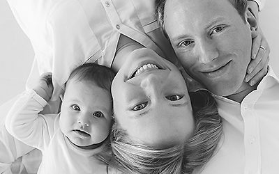 Moderne Familienfotos zu Weihnachten | Babyfotos Luisa 4 Monate