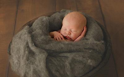 Neugeborenenfotos und Geschwisterfotos in Dortmund | Noah 6 Tage alt