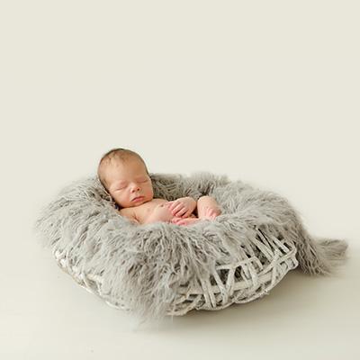 Zauberhafte Neugeborenenfotos von Julius | 13 Tage