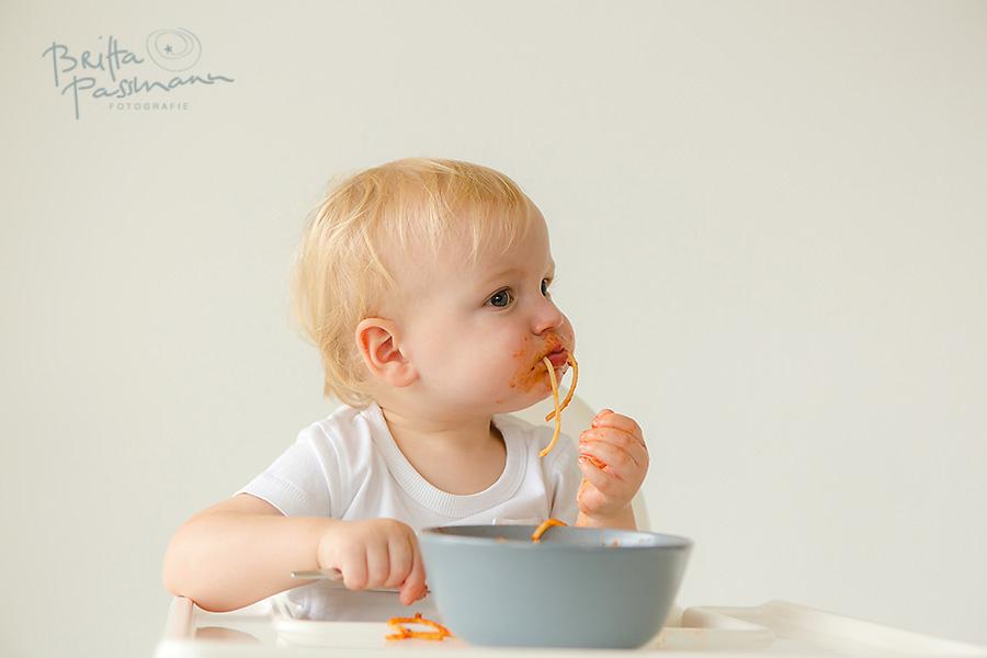 Babyfotos Dortmund Fotoshooting Kinderfotos Bochum alleine Essen Spinat Spaghetti_006