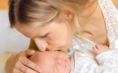 Wie ihr euch immer wieder an die erste Zeit mit eurem Baby zuhause erinnern könnt | Neugeborenenfotoshooting im eigenen Zuhause