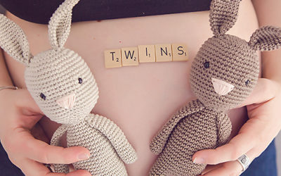 Schwanger mit Zwillingen – Fotoshooting mit einer baldigen Zwilingsmama