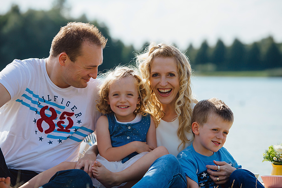 Picknick am Strand – ungezwungene Familienfotos