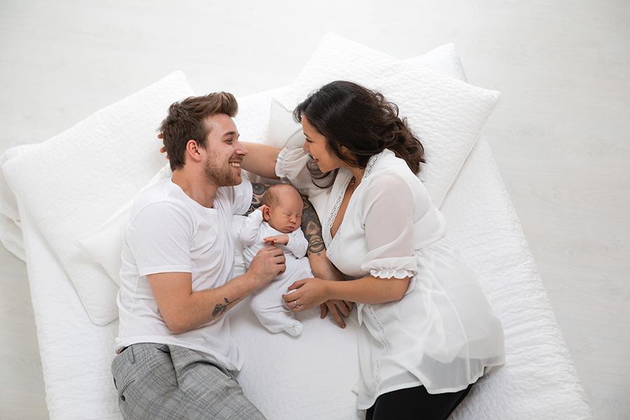Fotoshooting in Dortmund mit Neugeborenenfotos und Familienfotos